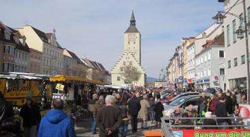Rathaus mit Stadtplatz